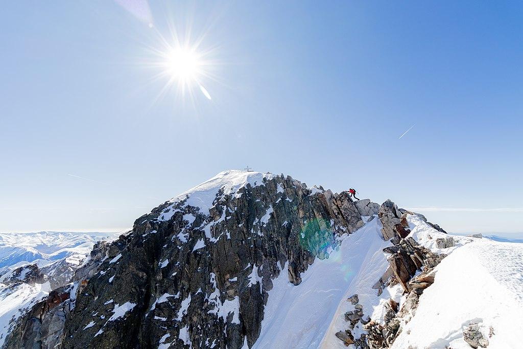 Alpinista cruzando el Paso de Mahoma