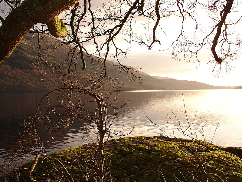 File:Amazing loch lomond.JPG