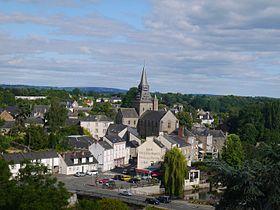 Vue du bourg et de l'église Notre-Dame depuis la mairie.