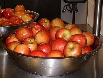 English: Bowls of Apples in the kitchen of a F...