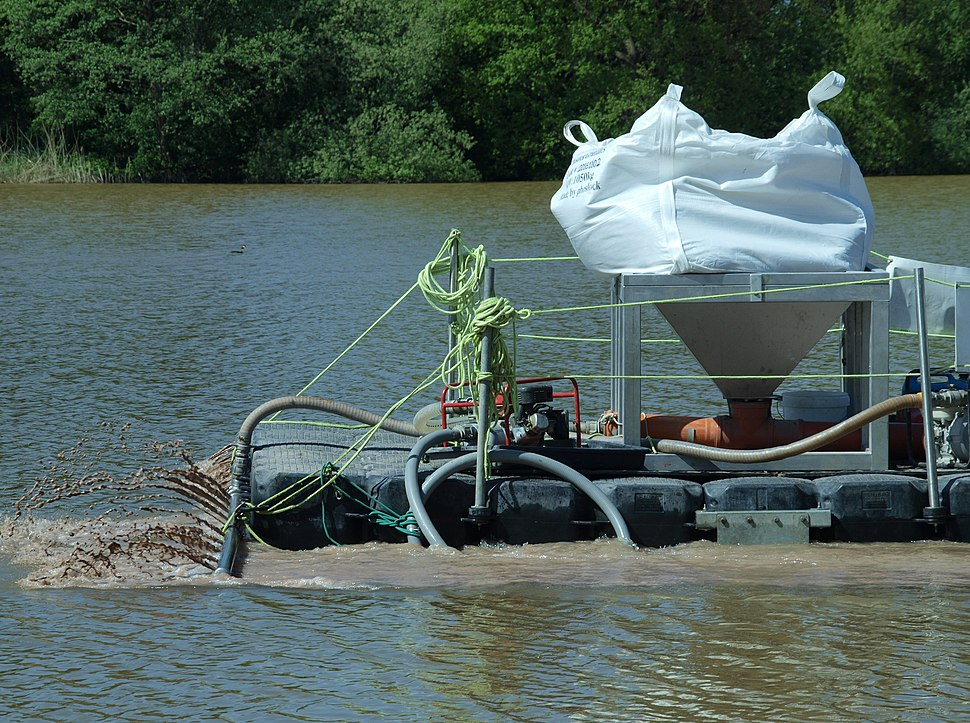 Application of a phosphorus sorbent to a lake - The Netherlands