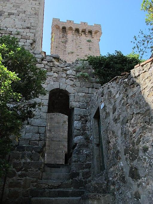 Arcidosso, Rocca Aldobrandesca, porta verso Via degli Olmi