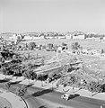 Autoweg naar de oude stad en uitzicht op de oude stadsmuren, Bestanddeelnr 255-2295.jpg