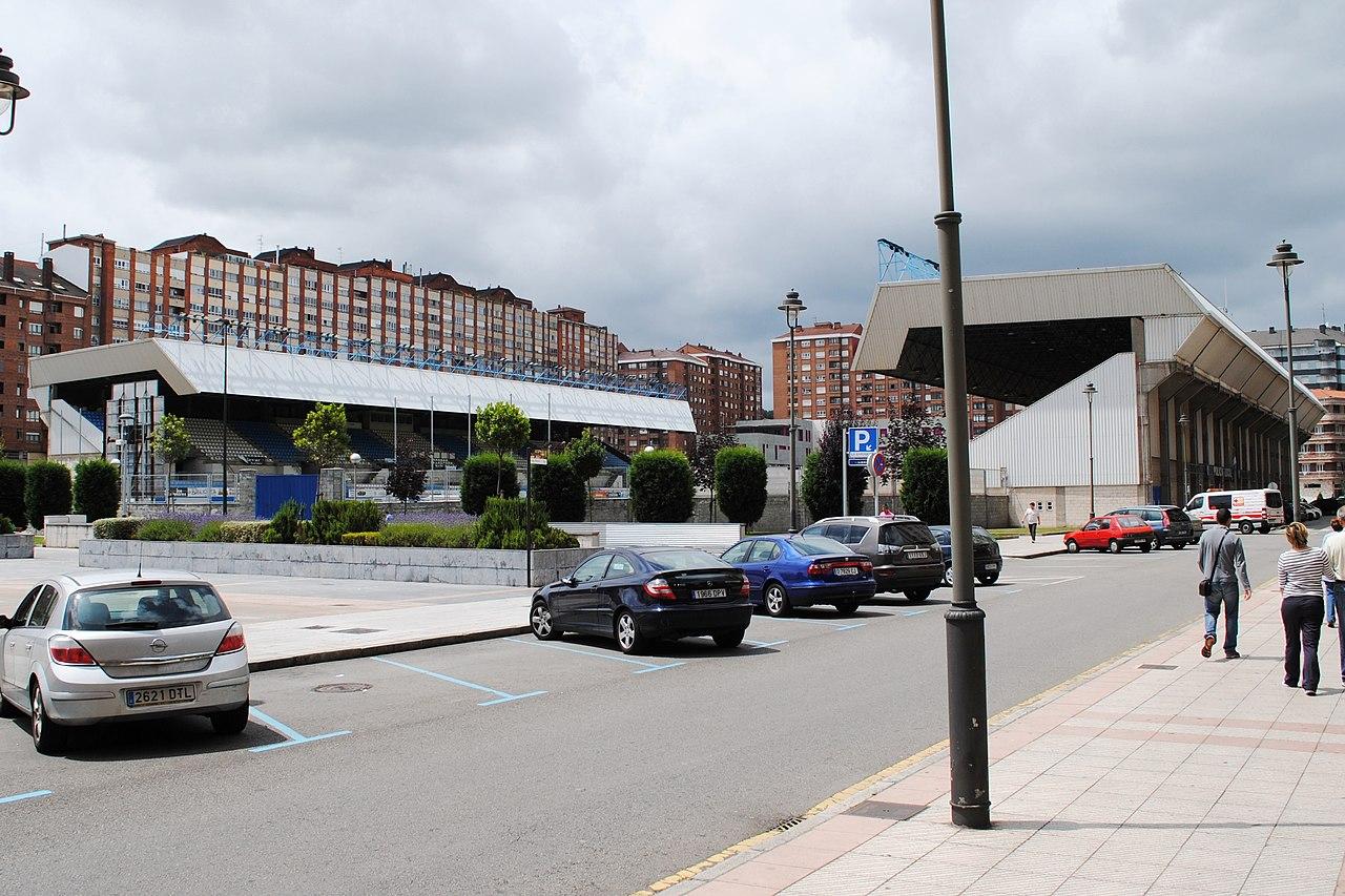 File avil s estadio rom n su rez puerta jpg wikimedia for Puerta 20 estadio racing