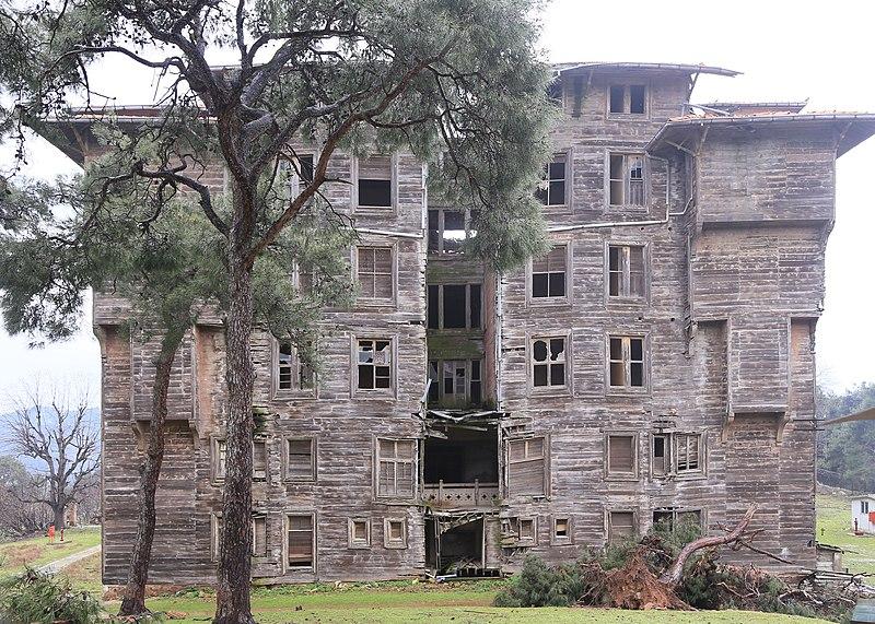 File:Büyükada Rum Yetimhanesi (Old Greek Orphanage), Istanbul 2.jpg