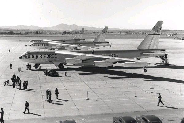 B-52-castleafb-1957