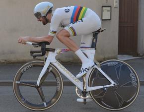 Porte in his national time trial champion s jersey onboard his custom  painted Bolide (left) Bradley Wiggins wearing the rainbow skinsuit at the  2015 ... 76d82e159