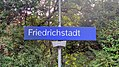 Bahnhofsschild Friedrichstadt 180620.jpg