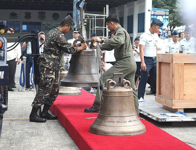 File:Balangiga Bells arrives in PH.jpg