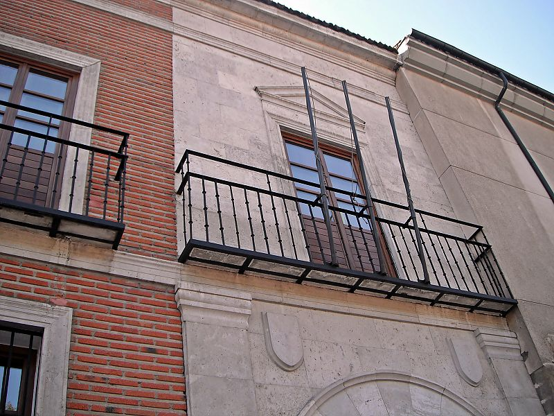 File balc n lateral del palacio de los vivero valladolid jpg for Viveros valladolid