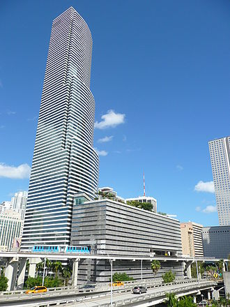 Miami Tower - Miami Tower in Downtown Miami