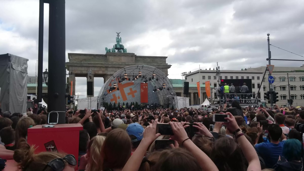 File:Barack Obama in Berlin auf dem Kirchentag 2017 f.webm