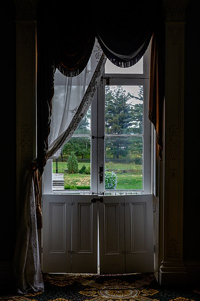 File:Bartow-Pell Mansion- Window.jpg