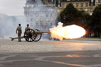 21-gun salute - 75mm gun firing 21 shots near Les Invalides for the inauguration of François Hollande as President of the French Republic