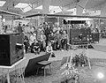 Belangstelling bij televisietoestellen op de Firato voor Nederland tegen Oostenr, Bestanddeelnr 908-9833.jpg