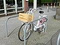 Besonders alltagstaugliche Fahrräder kommen eben aus Holland. Für die besonders gefährlichen Bedingungen in Teltow hier mit hilfreichem Zubehör ausgerüstet. - panoramio.jpg