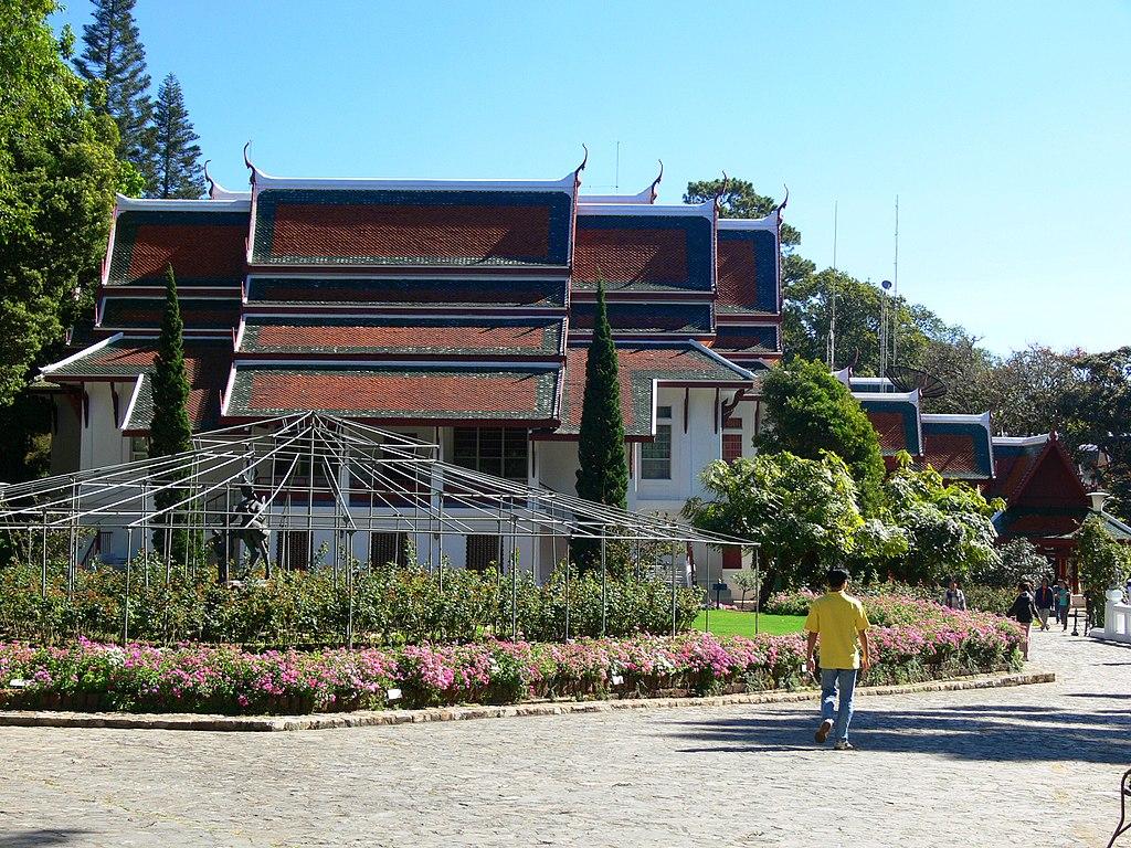 Bhubing Palace garden P1040296a