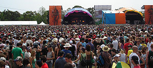 Big Day Out lineups by year - Crowd in front of the two main stages at the Big Day Out, Melbourne 2006.
