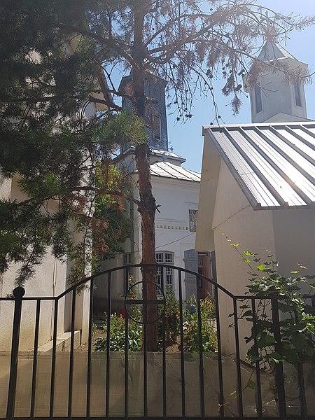 "File:Biserica ""Sf. Voievozi"", Focșani 02.jpg"