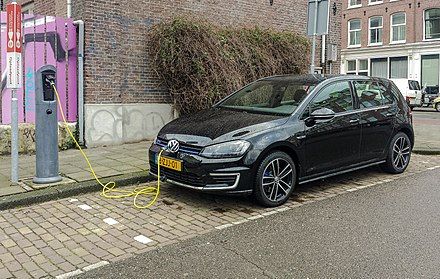 Volkswagen Golf GTE plug-in hybrid charging. Black VW Golf GTE charging fl, Amsterdam (20150224 102438).jpg