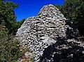 Borie dans la montée du Cluyer à Saint-Saturnin-d'Apt.jpg