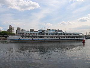 Borodino on Khimki Reservoir 22-jun-2012 04.JPG