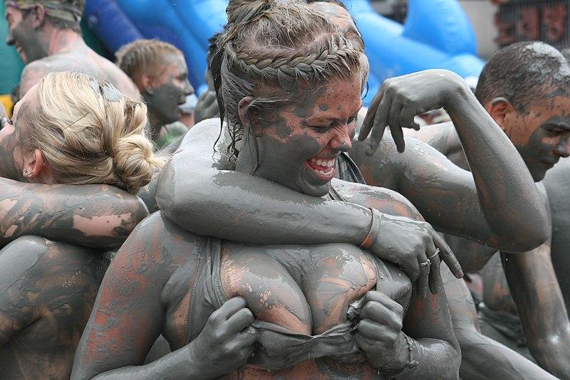 File:Boryeong Mud Festival girls.jpg