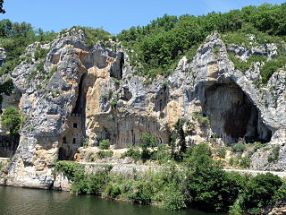 Chemin de halage sur le Lot à Bouziès