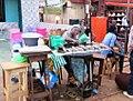 Braiseuse de poisson à Yaoundé Cameroun.jpg