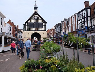 Bridgnorth - Bridgnorth High Street with town hall (1652)