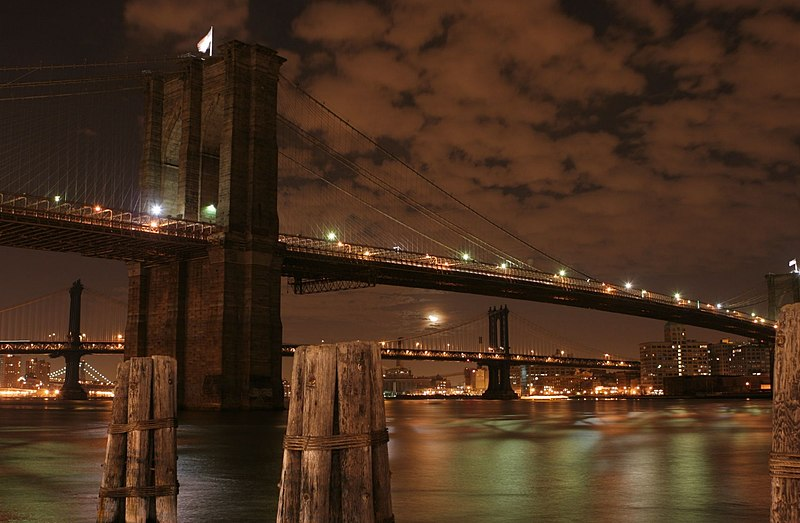 Datei:Brooklyn Bridge at Night.jpg