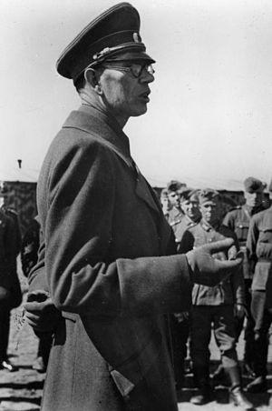 Andrey Vlasov -  Vlasov talking to volunteers on November 18, 1944