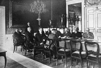 Bauer cabinet - Meeting of the Cabinet Bauer in 1919 (from left to right): Gustav Noske, Ulrich Rauscher (chief press officer), Wilhelm Mayer, Gustav Bauer (standing), Johannes Bell, Heinrich Albert (Secretary of State of the Reichskanzlei, concealed), Matthias Erzberger, Alexander Schlicke, Hermann Müller (partially concealed), Rudolf Wissell, Johannes Giesberts, Erich Koch-Weser