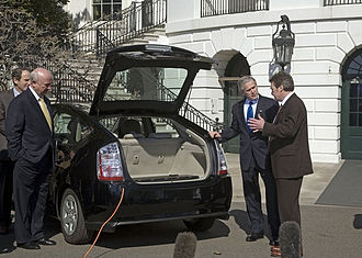 Plug-in electric vehicles in the United States - President Bush with A123Systems CEO on the White House South Lawn examining a Toyota Prius converted to plug-in hybrid with Hymotion technology