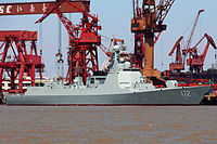 CNS Kunming (DDG-172) docks at a harbor on Changxing Island 2.jpg