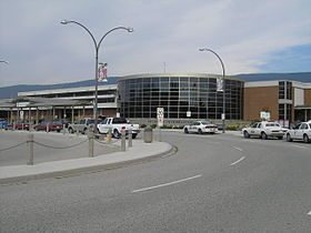 Façade de l'Aéroport international de Kelowna.