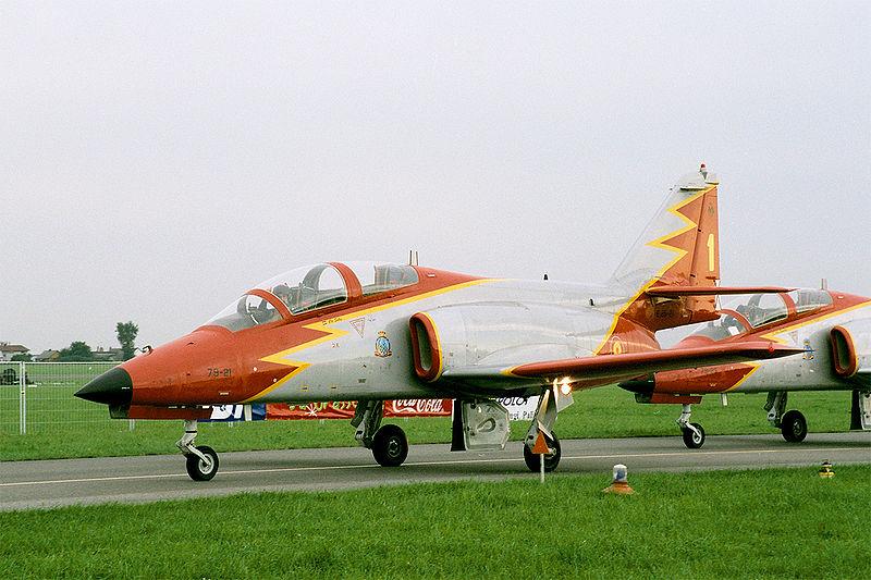 File:Casa C-101 Aviojet of Patrulla Aguila Aerobatic Team, taxiing, Radom AirShow 2005, Poland.jpg