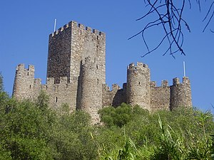 Castle of Almourol - The semi-circular battlements and allures that skirt the inner enclosure and the main keep