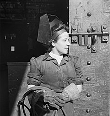 Cecil Beaton Photographs- Tyneside Shipyards, 1943 DB68.jpg