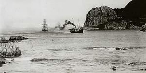 The SS Agnar tows an unknown sailing ship into Knysna Harbour in 1910. Charles Wilhelm Thesen04.jpg