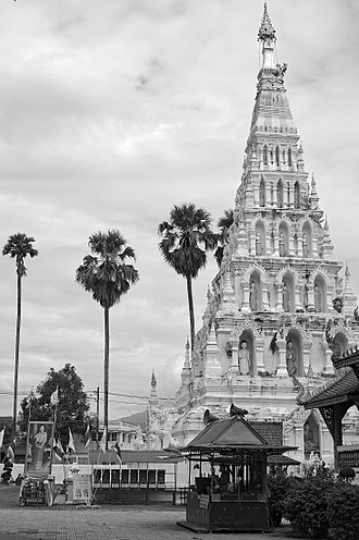 Wiang Kum Kam - Full height view of Chedi Liam at Wat Chedi Liam.