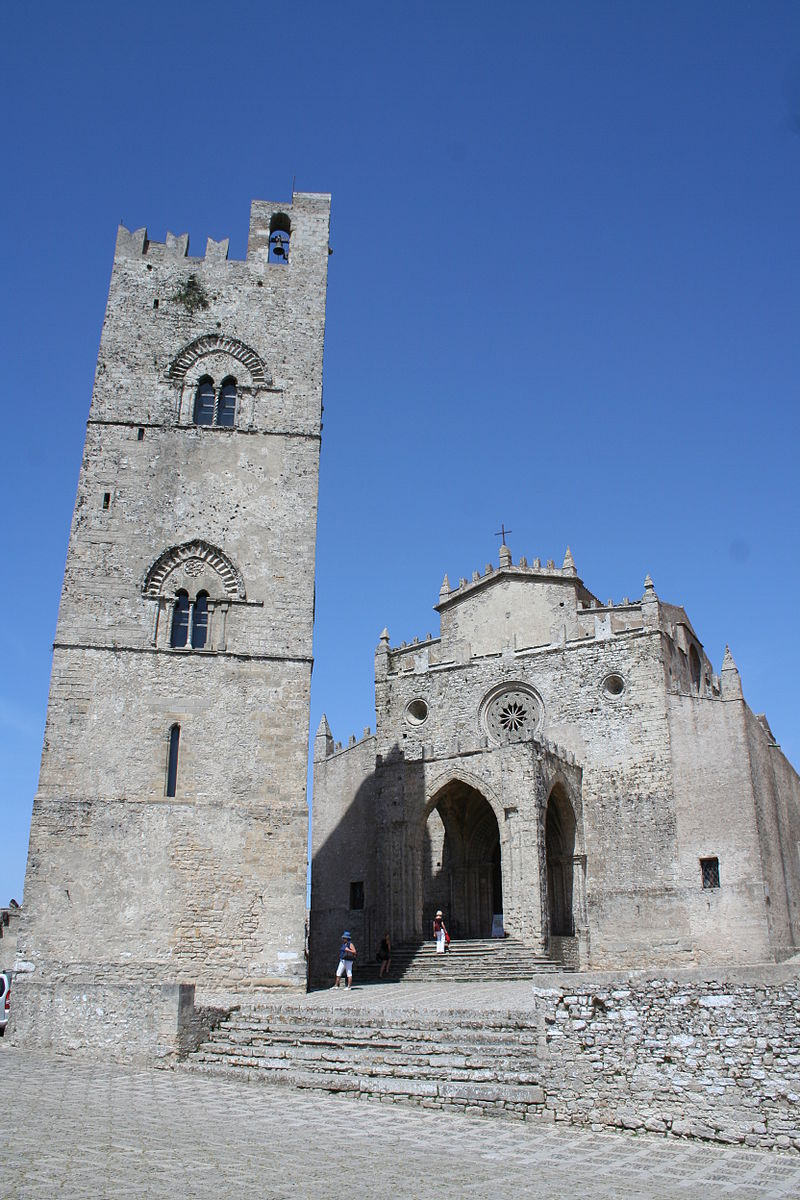 Chiesa Marde Erice Portal und Glockenturm.jpg