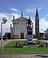 Chiesa di San Pancrazio e monumento ai caduti (Ramon, Loria).jpg