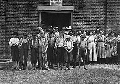 Child workers in Tupelo, Mississippi.jpg