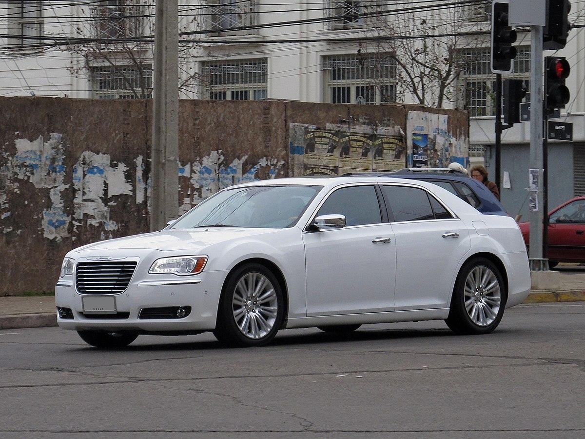 https://upload.wikimedia.org/wikipedia/commons/thumb/3/33/Chrysler_300C_3.6_Limited_2014_%2819655263969%29.jpg/1200px-Chrysler_300C_3.6_Limited_2014_%2819655263969%29.jpg