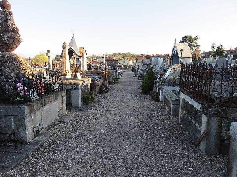 Image du cimetière de Saint-Paulien (Haute-Loire, France).