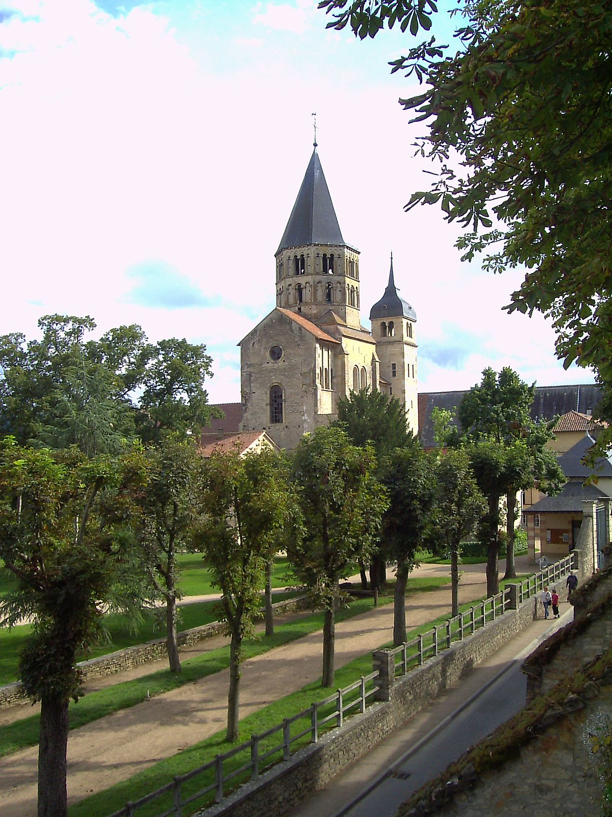 Clocher de cluny.jpg