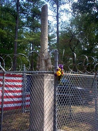 Key Underwood Coon Dog Memorial Graveyard - Coon Dog Monument