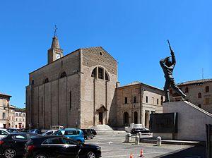 Corridonia - Image: Corridonia, san francesco e monumento ai caduti 01