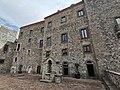 Cortile del Castello di Melfi.jpg